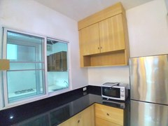 House for rent East Pattaya showing the kitchen and cabinets