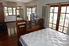 House For Rent Pattaya showing the master bedroom