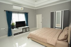 House for sale Bangsaray Pattaya showing the master bedroom