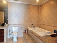 House for sale Jomtien showing the master bathroom