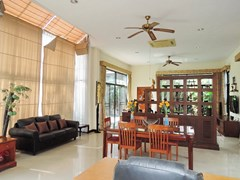 House for sale Pattaya showing the dining and living areas