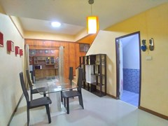 House for sale Pattaya showing the dining area and second bathroom
