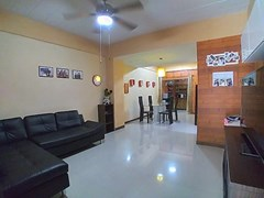 House for sale Pattaya showing the open plan concept