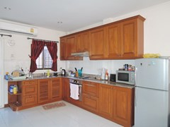 House for sale Pratumnak Hill Pattaya showing the kitchen