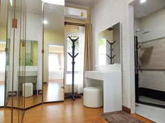 House for sale WongAmat Pattaya showing the walk-in wardrobes and master bathroom