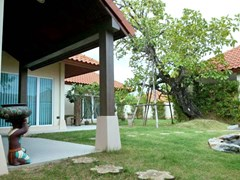 House for sale Huay Yai Pattaya showing the garden and terrace