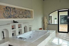 House for rent Pattaya showing the master bathroom Jacuzzi room