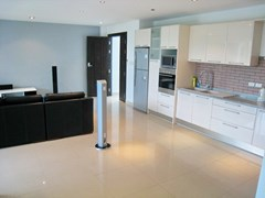 Condominium for rent Jomtien showing the kitchen area