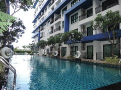 Condominium for rent East Pattaya showing the communal swimming pool