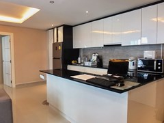 Condominium for rent East Pattaya showing the kitchen