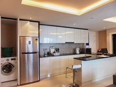 Condominium for rent East Pattaya showing the U-shaped kitchen