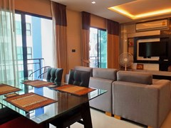 Condominium for rent East Pattaya showing the living and dining areas