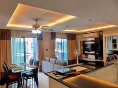 Condominium for rent East Pattaya showing the kitchen, living and dining areas