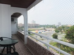 Condominium for sale Jomtien Pattaya showing the balcony and view