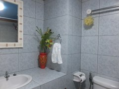 Condominium for sale Jomtien Pattaya showing the bathroom