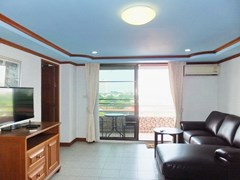 Condominium for sale Jomtien Pattaya showing the living room
