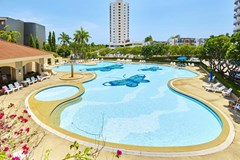 Condominium for sale Jomtien showing the communal swimming pool