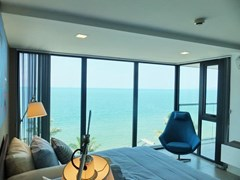 Condominium for sale Na Jomtien showing the bedroom and seaview
