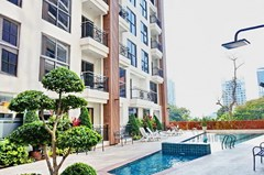 Condominium for sale Pratumnak Hill Pattaya showing the pool and buildings