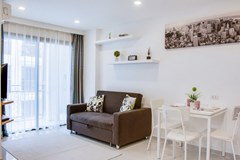 Condominium for sale Pratumnak Hill Pattaya showing the living and dining areas