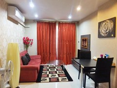 Condominium for sale Jomtien showing the living an dining areas