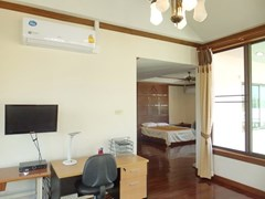 House for rent East Pattaya showing the master bedroom with office area