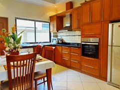 House for rent Jomtien Pattaya showing the kitchen