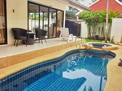 House for rent Jomtien Pattaya showing the terraces and private swimming pool