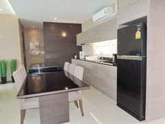 House for rent East Jomtien showing the dining and kitchen areas