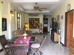House for rent East Pattaya showing the open plan living concept