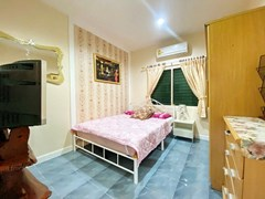 House for Rent East Pattaya showing the second bedroom and furniture