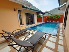 House for rent East Pattaya showing the terrace and private pool