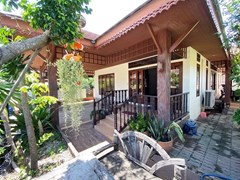 House for rent East Pattaya showing the terraces and house
