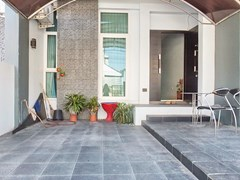 House for rent East Pattaya showing the carport and entrance