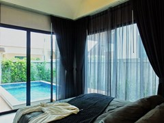 House for sale Huayyai Pattaya showing the master bedroom with pool view