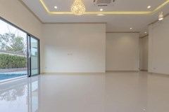 House for sale Pattaya Mabprachan showing the living and dining areas concept