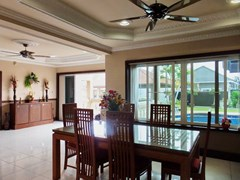 House For Sale Nongpalai Pattaya showing the dining and entrance