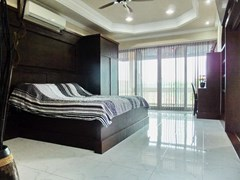 House For Sale Nongpalai Pattaya showing the master bedroom with balcony