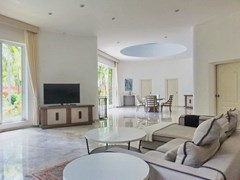House for sale Nongpalai Pattaya showing the living and dining areas