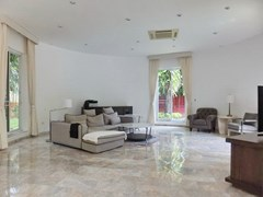 House for sale Nongpalai Pattaya showing the living room