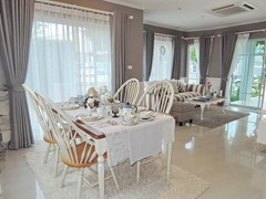 House for sale Pattaya Winston Village showing the dining living areas