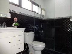 House for sale Jomtien Pattaya showing the second bathroom