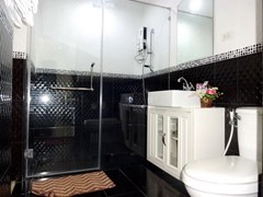 House for sale Jomtien Pattaya showing a bathroom