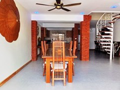 House for sale South Pattaya showing the dining and kitchen areas