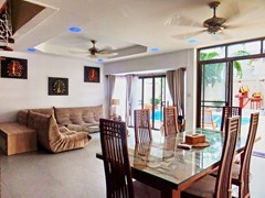 House for sale South Pattaya showing the dining and living areas