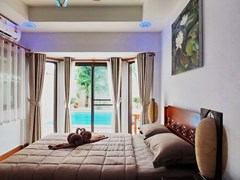 House for sale South Pattaya showing the third bedroom  poolside