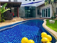 House for sale East Pattaya showing the terraces and pool