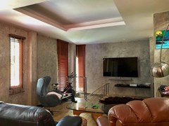 House for sale East Pattaya showing the entertainment room