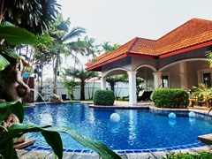 House for sale East Pattaya showing the pool and house