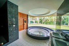 House for sale East Pattaya showing the master bathroom with Jacuzzi and sauna